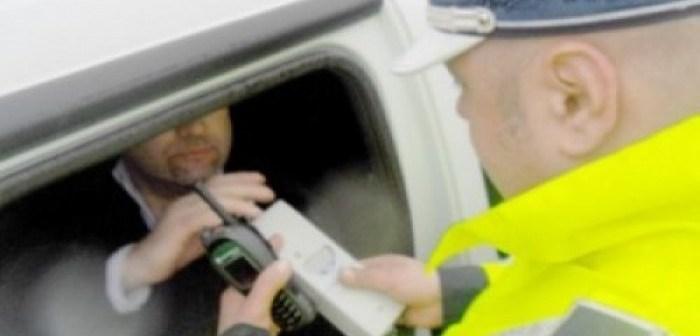Șofer băut și fără permis tras pe dreapta de polițiști la Vatra Dornei