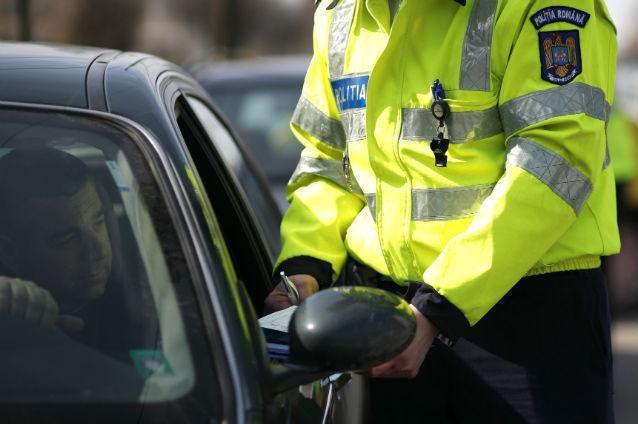 Fălticenean cu permisul de conducere suspendat oprit de un echipaj de poliție la Mălini