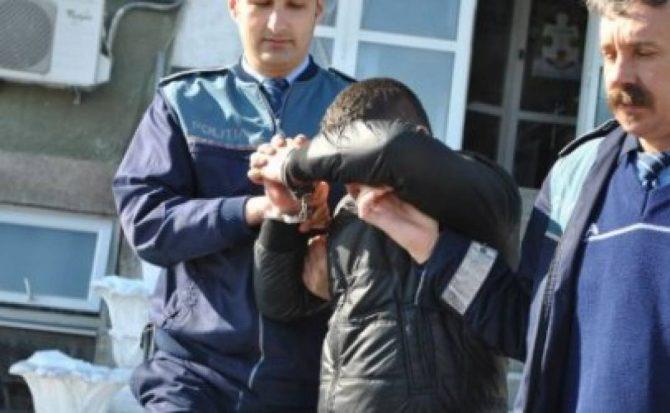 Șofer băut și fără permis, cu mașina în șanț la Poiana Micului.El a fost încarcerat de polițiști