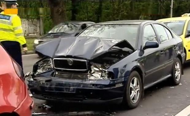 Tamponare între un șofer rupt de beat și altul fără ITP, la Stulpicani