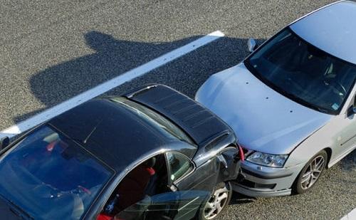 Șoferi accidentați după o tamponare la Șcheia