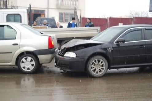 Tamponare în serie la Suceava : o șoferiță a suferit leziuni