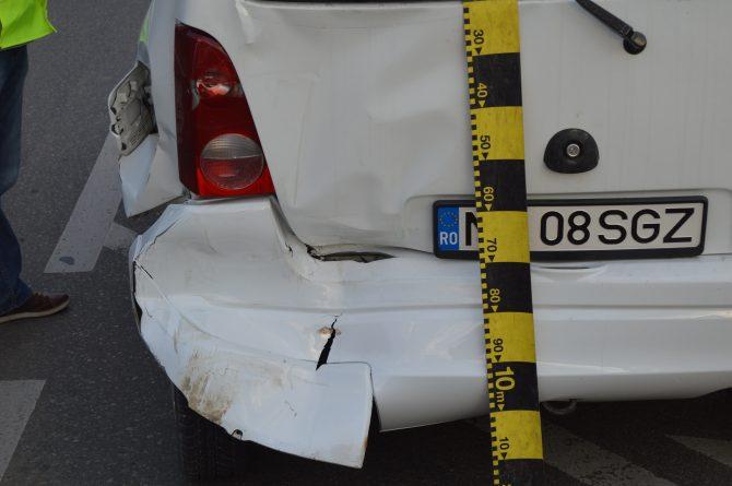 Șoferiță accidentată după o tamponare, în Fălticeni