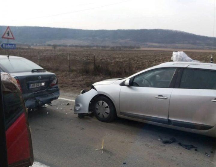 Un rănit și 4 autovehicule avariate după o tamponare în serie la Suceava