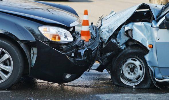 Șofer rănit ușor după o tamponare, la Fălticeni