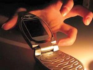 Tânără lăsată fără telefon în toaleta unui magazin din Suceava
