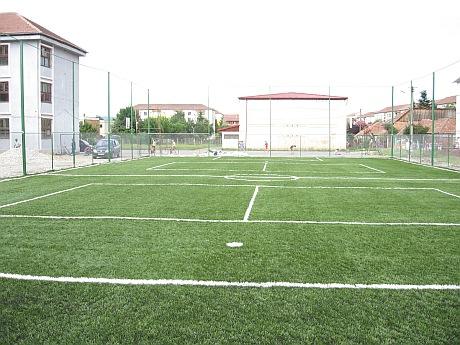 Terenurile de sport de la școlile din Suceava, deschise în vacanță