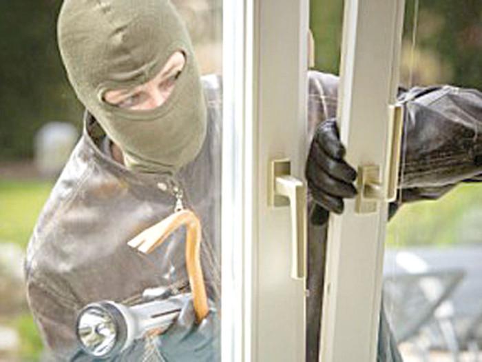 Doi hoți din apartament trimiși în judecată după mai bine de 3 ani de la comiterea furtului, la Suceava