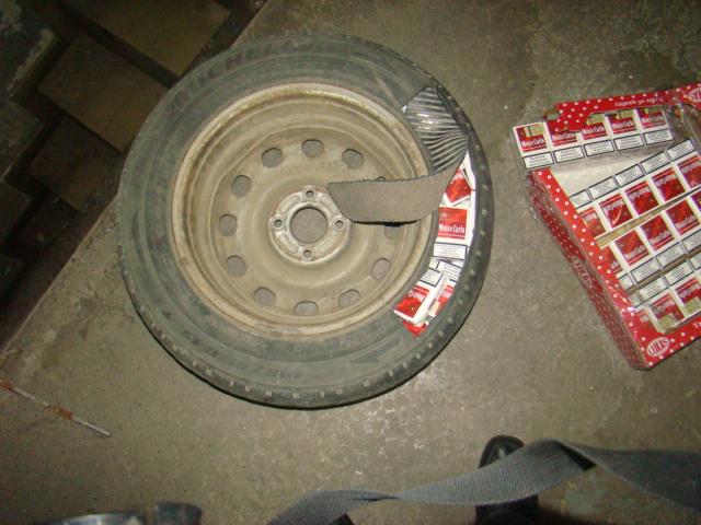 Ţigări ascunse în pneurile şi roata de rezervă ale unui autoturism, la PTF Siret