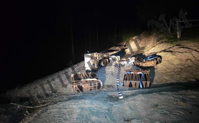 Țigări de contrabandă împrăștiate în apropiere de frontiera cu Ucraina