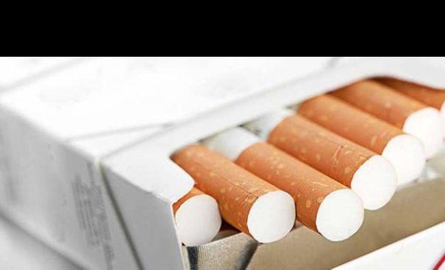 Un tânăr aflat în carantină a spart ușa și a ieșit să își cumpere țigări. Poliștii i-au întocmit dosar penal pentru zădărnicirea combaterii bolilor și distrugere