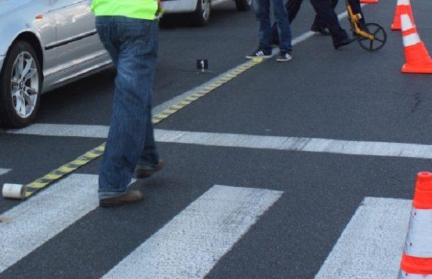 Tânără lovită de un autoturism pe trecerea de pietoni, la Suceava