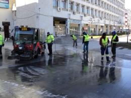 trotuare spalate cu detergent la Suceava 10.04.2015