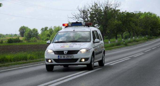 Un șofer fără permis din Milișăuți a vrut să fugă de polițiști și a intrat într-un gard