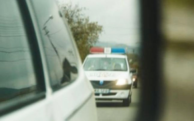 Puști de 17 ani, încătușat de polițiști după o urmărire ca în filme